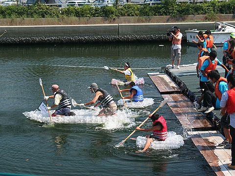 ペットボトルいかだレース/兵庫運河祭