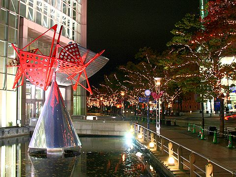 神戸キャナルガーデンのオブジェ「星の燈台」・神戸ハーバーランド/神戸市