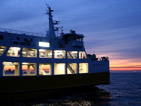たこフェリー(明石淡路フェリー)と明石海峡の朝焼け/2007年元旦の夜明け・初日の出