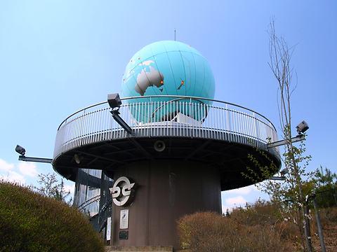丸山公園の世界一の地球儀時計/加西市