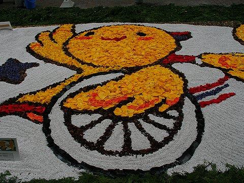 のじぎく兵庫国体のマスコット「はばたん」の花絵/インフォラータ神戸