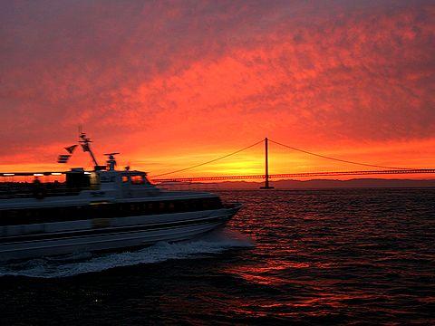 明淡高速船(淡路ジェノバライン)と明石海峡の朝焼け/2007年元旦の夜明け・初日の出