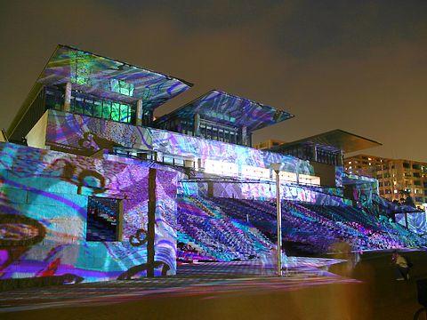 神戸ビエンナーレ・D-K Live(デジタル掛け軸)・兵庫県立美術館とHAT神戸の夜景/神戸市中央区
