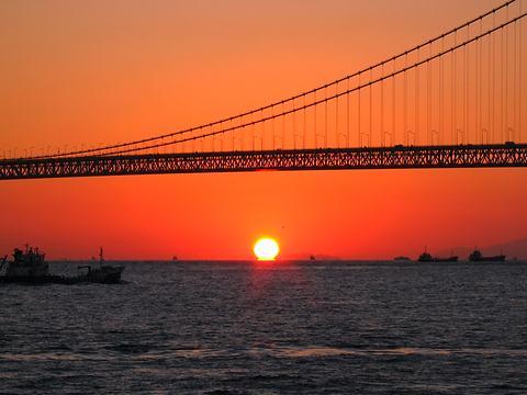 明石海峡大橋の夕日・夕焼け/神戸市