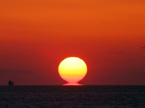 だるま夕日と明石海峡/神戸市