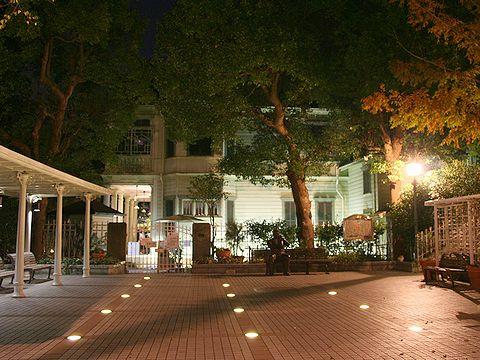 萌葱の館ライトアップ・北野広場の夜景/神戸市異人館街の夜景