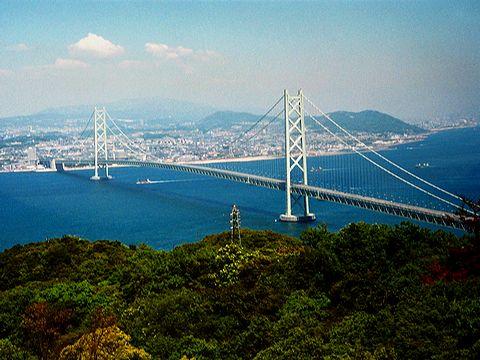 明石海峡大橋と神戸市垂水区の風景/淡路島・大阪湾海上交通センター