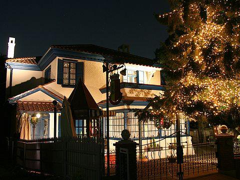 香りの家・オランダ館ライトアップ・北野広場の夜景/神戸市異人館街の夜景