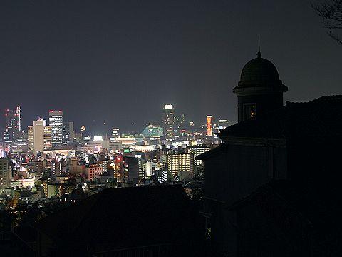 うろこの家と神戸の夜景/神戸市異人館街の夜景