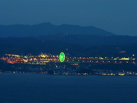 淡路島の夜景・淡路サービスエリアの観覧車のライトアップ/神戸市須磨区・鉢伏山須磨浦山上遊園から見る神戸の夜景