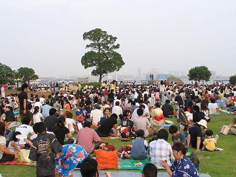神戸の花火大会・神戸メリケンパークメイン会場の様子/神戸市中央区