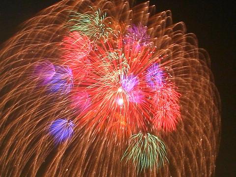 神戸花火大会・花火の写真/神戸市中央区・ハーバーランドモザイク高浜岸壁から撮影