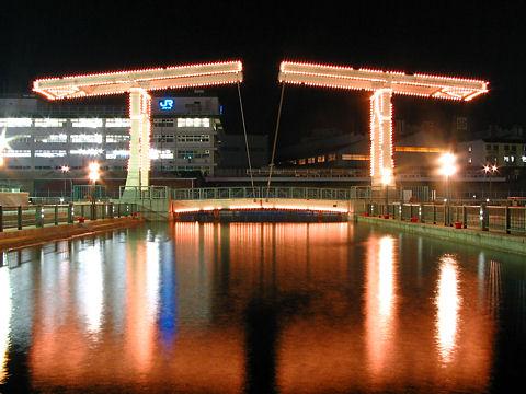 はねっこ広場の夜景とはね橋のライトアップ・神戸ハーバーランド/神戸市中央区