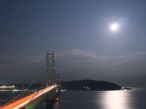 中秋の名月・明石海峡大橋月夜の夜景・月の写真・月明かり夜景