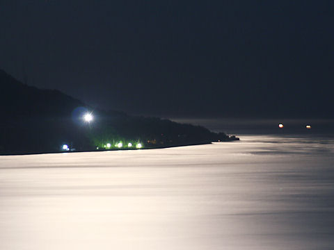 中秋の名月・淡路島江崎灯台月夜の夜景・月の写真・月明かり夜景