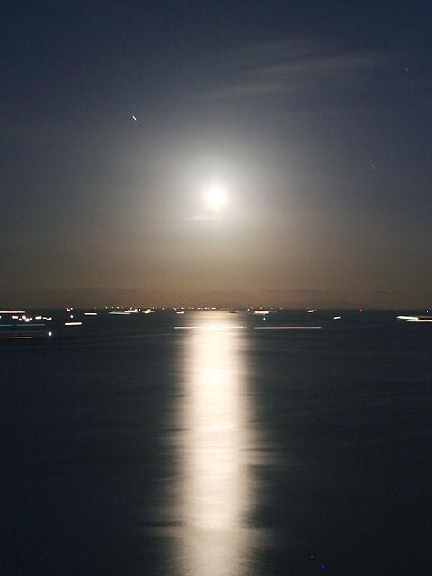 中秋の名月・月夜の夜景・月の写真・月明かり夜景・海と月の写真