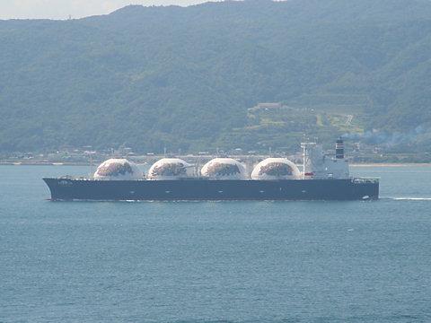 液化天然ガスタンカー「LNG DREAM」/明石海峡