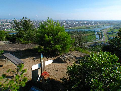 升田山の山頂と加古川の風景/加古川市