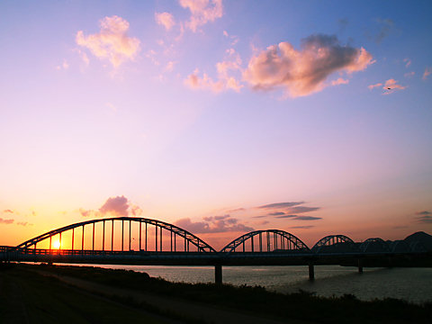 加古川水道橋と夕日/加古川市