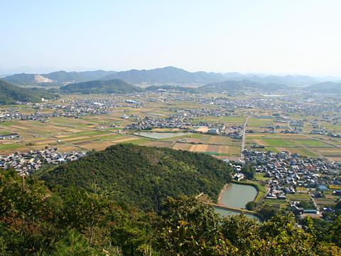 志方町の田園風景と城山・志方コスモス畑/加古川市