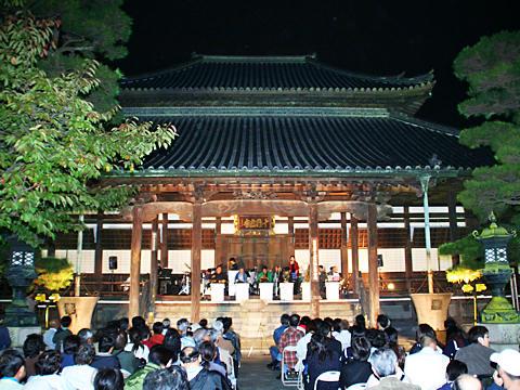 十輪寺のライトアップ夜景・たかさご万灯祭のキャンドルライトアップ