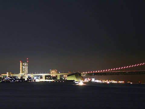 明石海峡大橋のオレンジリボンライトアップとアジュール舞子・舞子公園/神戸市