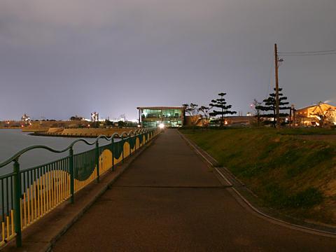 別府みなと緑地と加古川海洋文化センターの夜景/加古川市