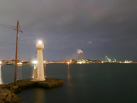 東播磨港別府港の灯台とプラント・工場の夜景/加古川市