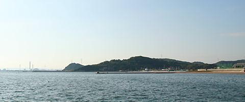 大塩海岸から見た小赤壁/姫路市