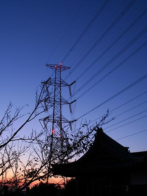 小赤壁の木庭神社と鉄塔のトワイライト夜景/姫路市