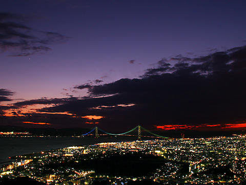 明石海峡大橋のトワイライト夜景