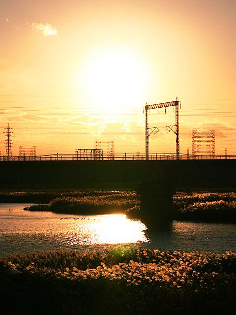 加古川の夕日とJR山陽新幹線・加古川橋梁