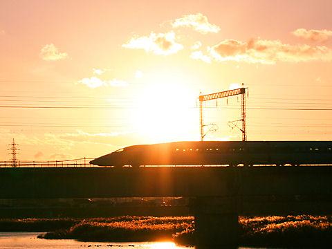 加古川の夕日とJR山陽新幹線