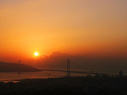明石海峡大橋と夕日/神戸市・須磨浦山上遊園