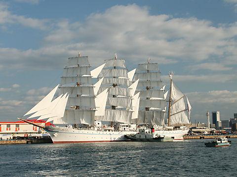 帆船海王丸のフルセイル(総帆展帆)/神戸新港第1突堤