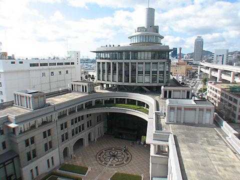 神戸税関の中庭と展望台