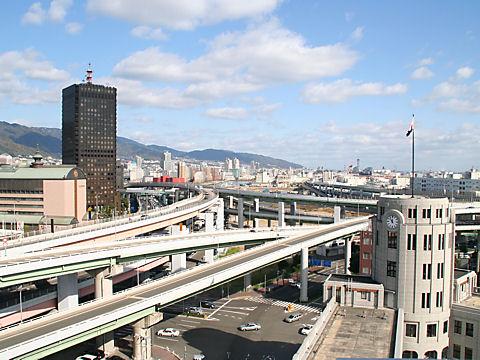 貿易センタービルとHAT神戸・摩耶埠頭方面