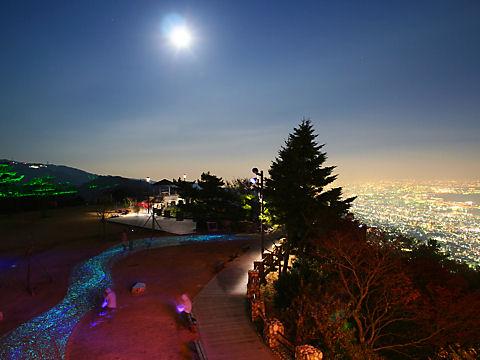 摩耶★キラキラ小径と摩耶山掬星台の展望台の夜景