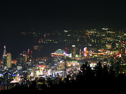 神戸港と神戸メリケンパーク・神戸ハーバーランドの夜景