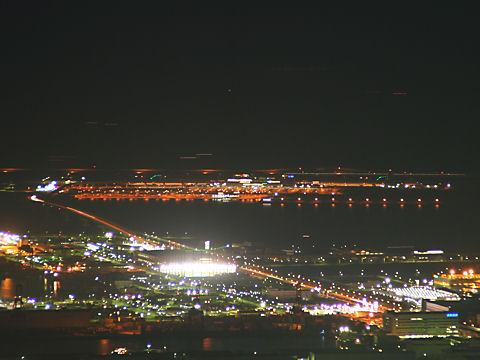 神戸空港と神戸ポートアイランドの夜景