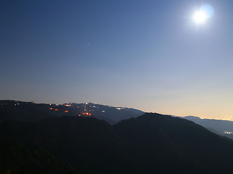 六甲ガーデンテラスと六甲山の夜景