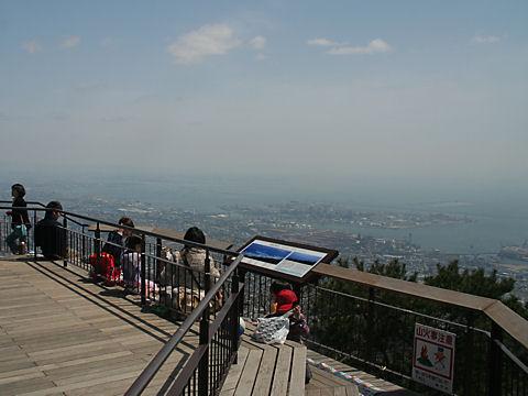 摩耶山掬星台の展望台と神戸~大阪の風景
