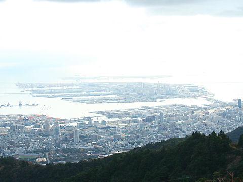 神戸ポートアイランドと摩耶大橋の風景