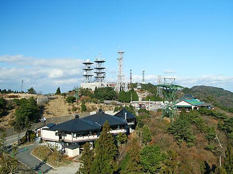 六甲ガーデンテラスと六甲山最高峰(山頂)