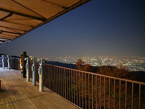 六甲ガーデンテラスの展望台と神戸1000万ドルの夜景