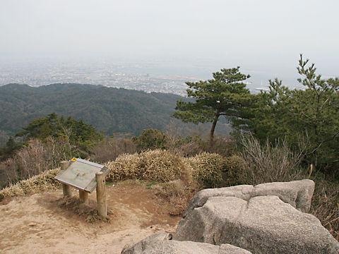 天狗岩の展望台と大阪平野の風景