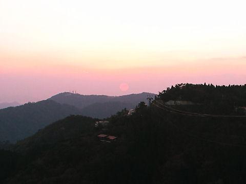 天狗岩展望台から見る摩耶山に沈む夕日