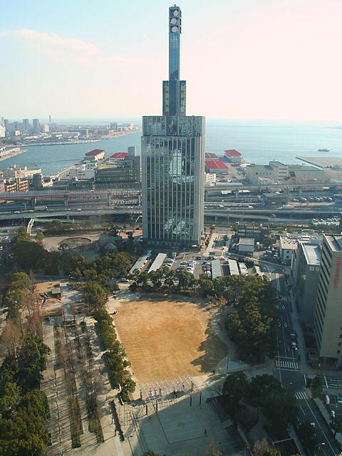 神戸関電ビルと東遊園地