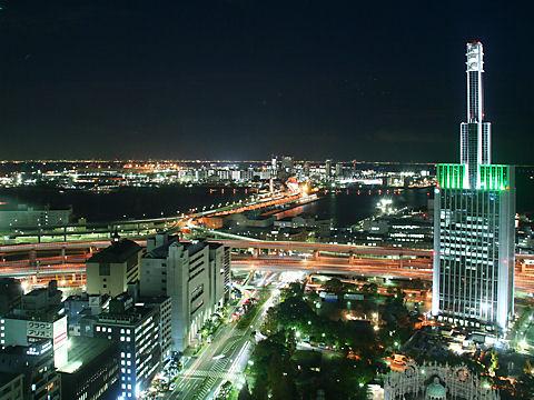 神戸大橋のライトアップと神戸ポートアイランドの夜景