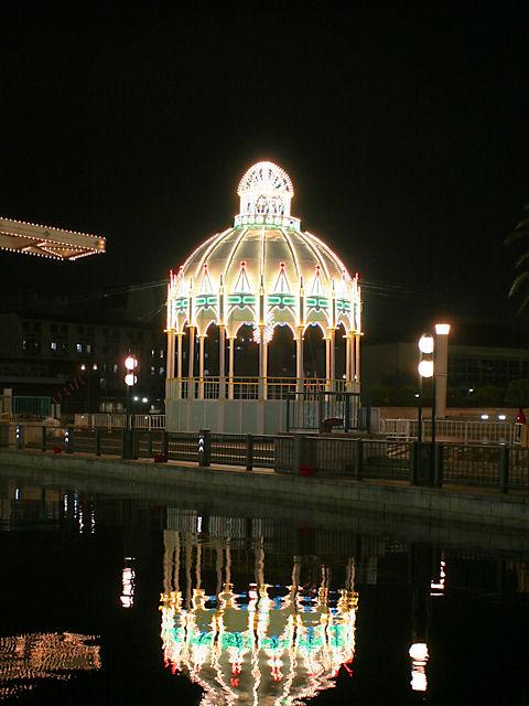 カッサアルモニカ・光の記念堂
